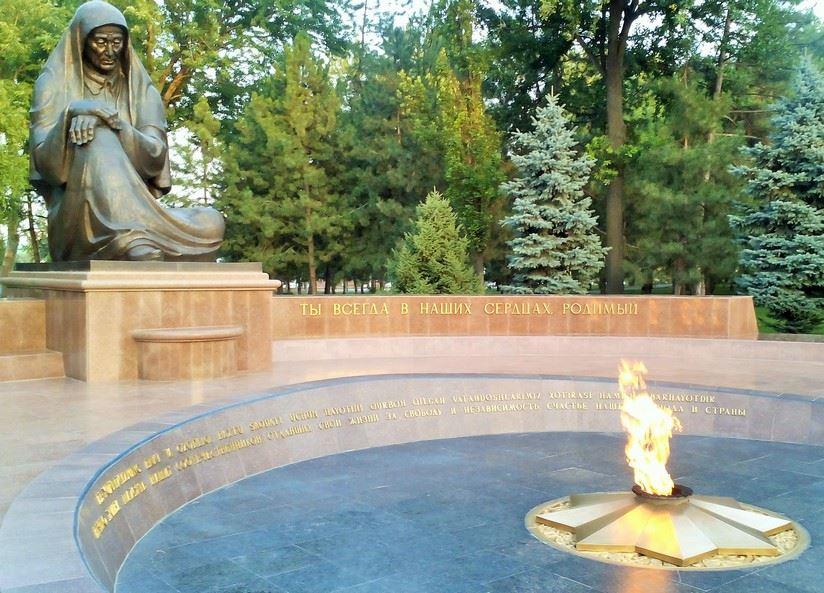 1999 центральной фото Площадь Памяти